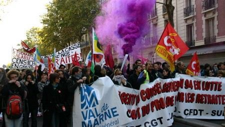 В Париже после антигейских демонстраций задержали 300 человек.