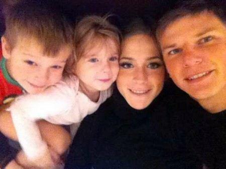 Андрей Аршавин с женой и детьми