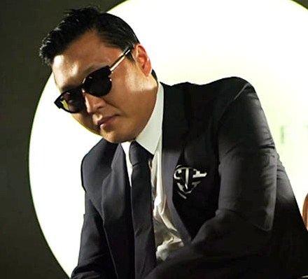 Park Jae-sang более известен всем поклонникам под псевдонимом PSY
