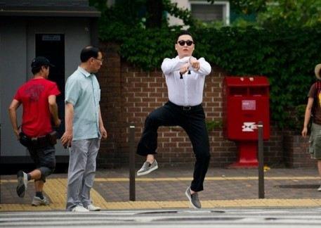 Мирового успеха PSY добился в 2012 году после выхода своего шестого альбома PSY`s Best 6th Part 1 и сингла Gangnam Style
