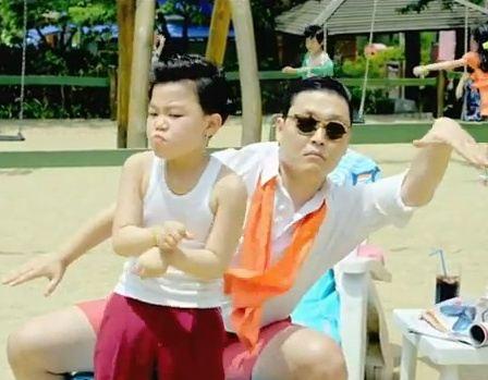 Кадр из знаменитого клипа PSY GANGNAM STYLE