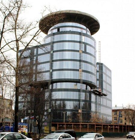 ФСБ выявило многомиллионные хищения при строительства центра ГЛОНАСС в подмосковном Королеве.