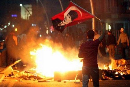 В результате беспорядков в Турции погиб еще один человек.