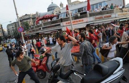 В Турции арестовали 24 человека за разжигание беспорядков в социальных сетях