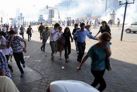 В Турции количество жертв беспорядков увеличилось до 5 человек.