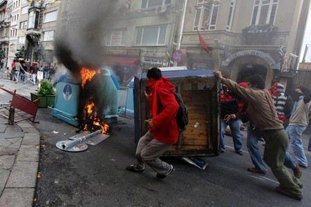 В Турции объявлена общенациональная забастовка.