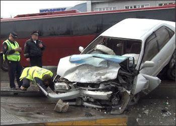 Toyota после лобового столкновения оказалась на крыше Daewoo