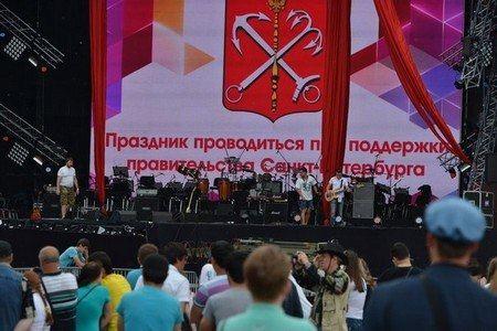 На сцене «Алых парусов» в Санкт-Петербурге организаторы не смогли даже сделать грамотные надписи