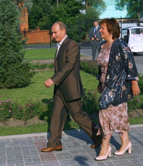 Теперь супруги Путины будут ходить по разным дорогам