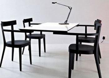 Ingo Maurer вместо ножек стола придумал стулья