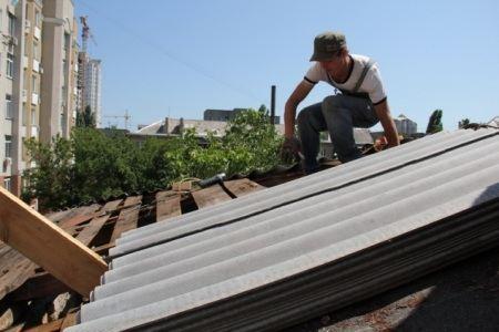 В Одессе ремонтируют крыши