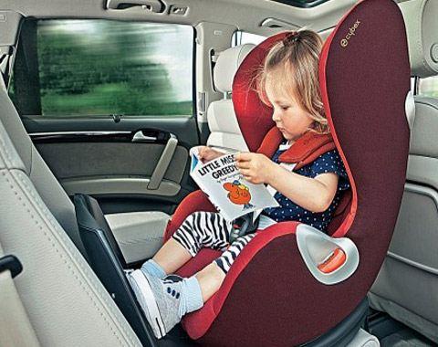 Специалисты советуют именно так располагать детское кресло для достижения большей безопасности
