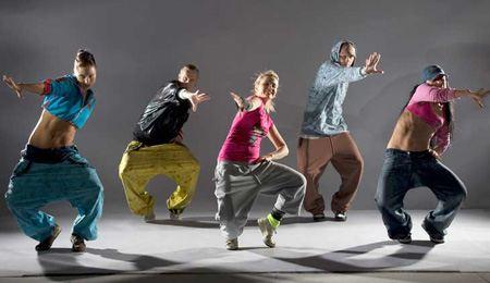 Молодежь всегда интересовалась современными танцами и танцует от всей души