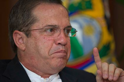 Глава министерства иностранных дел Эквадора Рикардо Патиньо не подтвердил информацию о том, что прослушка велась американскими спецслужбами