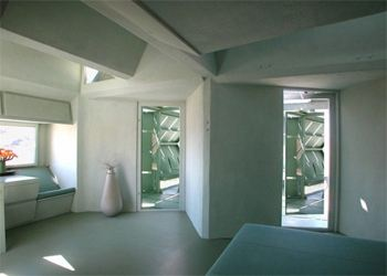 Майкл Янцен создал хаотично-комфортабельный дом