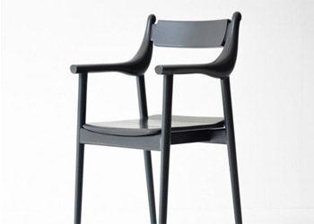 Дизайнеры превратили силуэт птицы в кресло