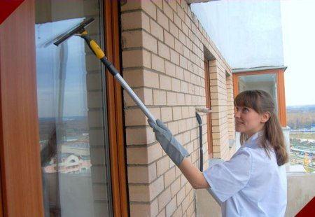 Чаще всего россияне заказывают мытье окон
