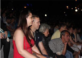 Во Владивостоке в кинотеатр под открытым небом пришли 500 человек