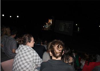 Кинотеатр под открытым небом во Владивостоке собрал более 500 жителей города