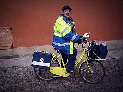 Почтальоны на велотранспорте - не редкость в Европе