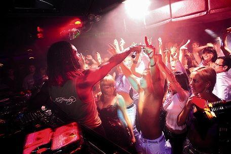 Ночной клуб - отличное место для встречи с любимыми артистами
