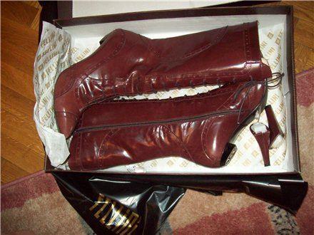 Китайская обувь также часто не блещет целостностью и носкостью