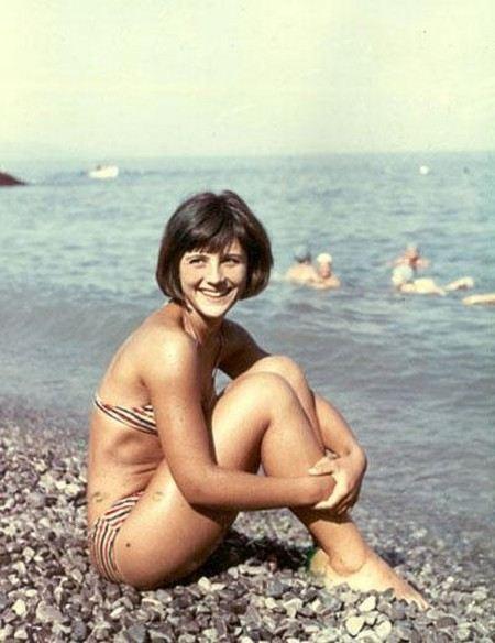 Наталья Варлей показалась перед режиссером в купальнике