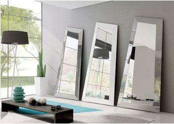 Итальянские дизайнеры создали зеркало нетривиальной формы
