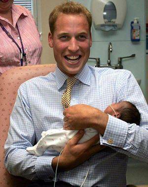 Принц Уильям с новорожденным ребенком