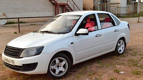 Самый популярный автомобиль в России - Лада Гранта