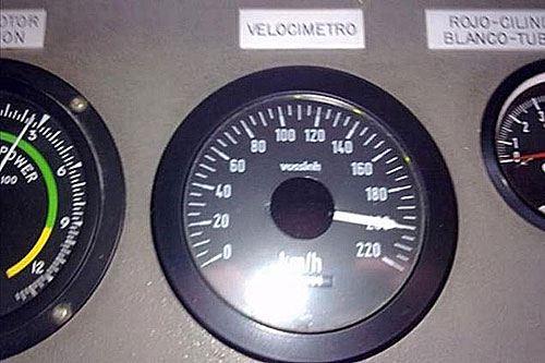Лихач выложил в соцсеть «Facebook» несколько фотографий спидометра, который показывал цифру 200