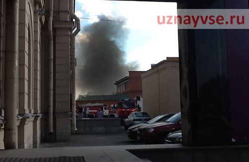 На место возгорания прибыли 9 пожарных расчетов