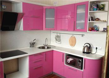 В моде яркие цвета в интерьере кухни