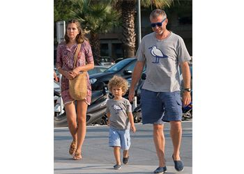 Roman Abramovich and his son wear identical T-shirts for 700 rubles