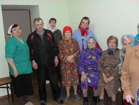 Пожилым людям нужен уход