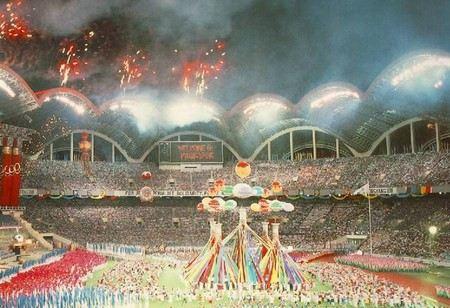 Самый большой стадион в Мире находится в Северной Корее