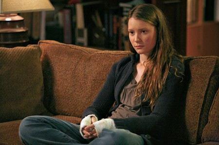 Mia Vasikovska played Alice
