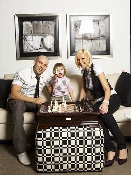 Leading Aurora with family: with husband Alexey Treiman and daughter