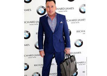 Дэвид Ферниш предпочитает носить модные сумки
