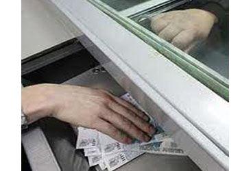В банке специалисты оказывают широкий спектр услуг