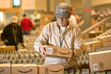 С сегодняшнего дня Amazon работает с почтой России