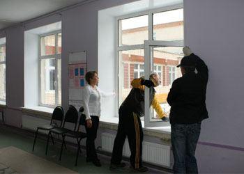В Красногорской школе  установили 122 новых пластиковых окна