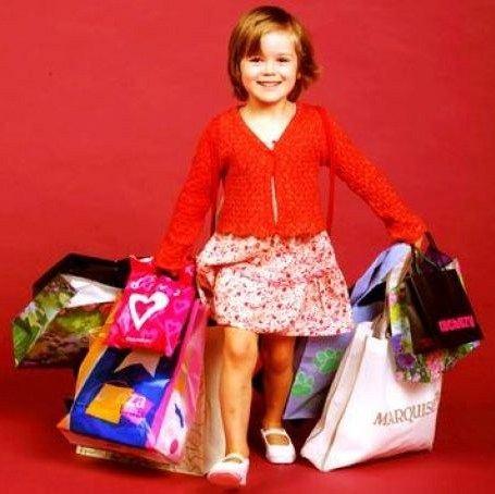 Дети обожают ходить в магазины и делать покупки
