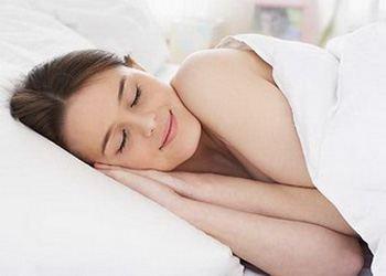 Ученые рассказали, что лучше спать на спине
