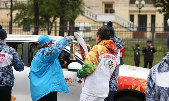 Факел Олимпиады 2014 гаснет в четвертый раз