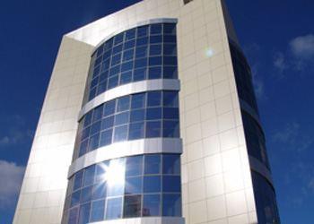 Алюминиевые конструкции сегодня очень часто применяют ведущие строительные компании в РФ