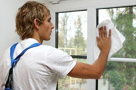 Специалисты по мытью окон в Северной столице очень востребованы