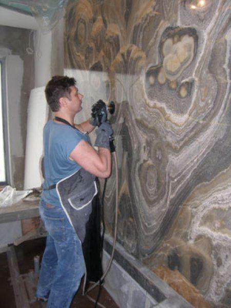 Полировка и шлифовка - обязательное условие сохранности мрамора в помещении