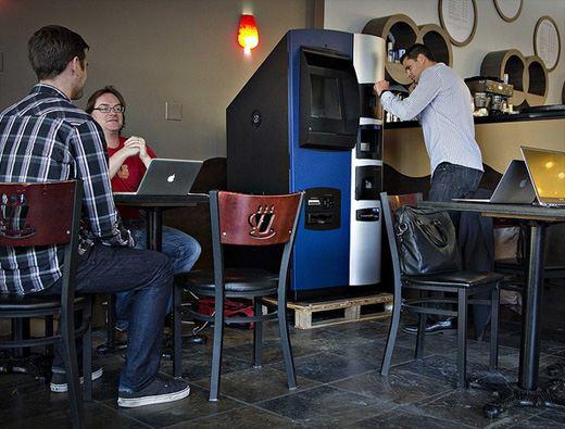 Биткоин-банкомат, установленный в ванкуверском кафе