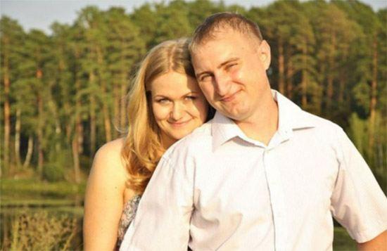 На фото: пристав Михаил Малинников с женой. Предполагается, что он спас посетителей суда от верной гибели